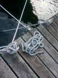 在码头的绳索 免版税图库摄影
