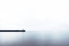 在码头的Ligthouse有拷贝空间的 图库摄影