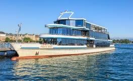 在码头的Panta Rhei船在瑞士苏黎士 免版税库存照片