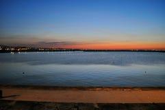 在码头讨债者laonghaire的日落 图库摄影
