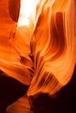 在砂岩岩石羚羊槽孔峡谷亚利桑那的阳光射线 库存照片