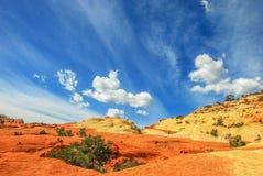 在砂岩背景的天空 免版税图库摄影