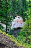 在砂岩露出的看法从山坡 库存图片