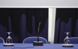 在研讨会大厅的讲演台 库存照片