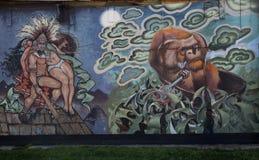 在砖墙上的好的五颜六色的街道画 库存照片