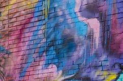 在砖墙上的抽象街道画 库存图片