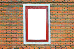 在砖墙上的木视窗 库存照片
