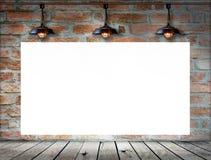 在砖墙上的空白的框架 库存照片