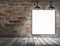 在砖墙上的空白的框架 免版税图库摄影