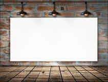 在砖墙上的空白的框架 免版税库存图片