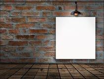 在砖墙上的空白的框架 免版税库存照片