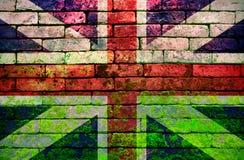 在砖墙上的英国旗子 免版税图库摄影
