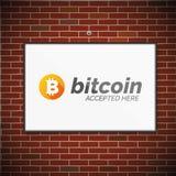 在砖墙上的Bitcoin标志 免版税库存照片