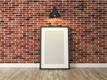 在砖墙和木头地板上的画框在斑点下点燃 免版税库存图片