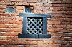 在砖墙尼泊尔样式的气道在尼泊尔 库存图片