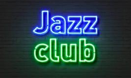 在砖墙背景的爵士乐俱乐部霓虹灯广告 免版税库存图片