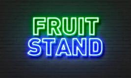 在砖墙背景的水果摊霓虹灯广告 库存图片