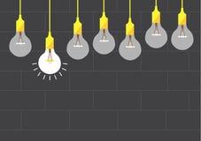在砖墙背景,传染媒介例证的垂悬的电灯泡 图库摄影