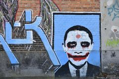 在砖墙, Doel,比利时上的街道画 库存图片