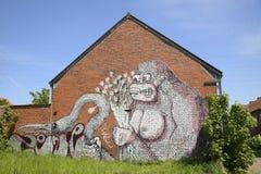 在砖房子的街道画, Doel,比利时 库存图片