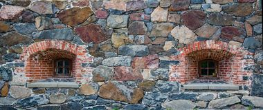在砖砌的两个木制框架漏洞在堡垒墙壁 免版税库存照片