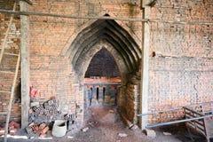 在砖窑的看法 在发火焰以后的冷却的砖在槟知,湄公河三角洲地区,南越 库存图片