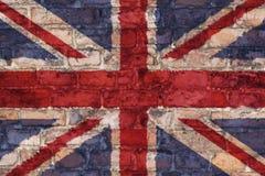 在砖背景的英国旗子 库存照片