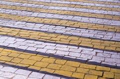 在砖路面的斑马步行路标 背景 免版税库存图片