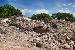 在破坏站点-一个新的大厦的地方的爆破小块 免版税库存照片