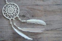 在破旧的木背景的Dreamcatcher 种族设计, boho样式,部族标志 免版税图库摄影