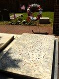 在硬币盖的本杰明和德伯富兰克林坟墓在基督C 免版税库存图片