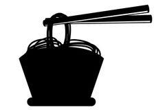 在碗和筷子的乱画面条 免版税库存照片