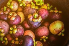 在碗安排的可口山竹果树果子 免版税库存照片