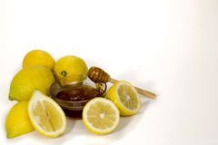 在碗柠檬自然医学的蜂蜜 库存图片