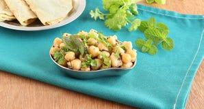 在碗的印地安食物鸡豆咖喱 免版税库存图片