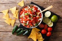 在碗的墨西哥开胃菜Pico de加洛特写镜头 水平的t 库存图片