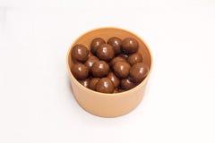 在碗的巧克力糖 免版税库存照片
