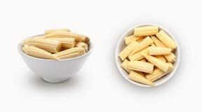 在碗的新鲜的小玉米 免版税库存图片