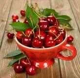 在碗的新鲜的樱桃 库存照片