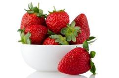 在碗的新鲜的草莓 库存照片
