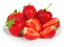 在碗的新鲜的草莓 免版税库存照片