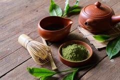 在碗的有机绿色Matcha茶 免版税库存照片