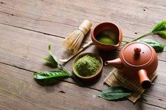 在碗的有机绿色Matcha茶 免版税库存图片