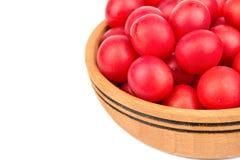 在碗的樱桃李子 免版税库存图片