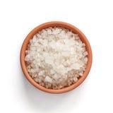 在碗的海盐在白色背景 免版税图库摄影