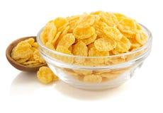 在碗的玉米片在白色 免版税库存图片