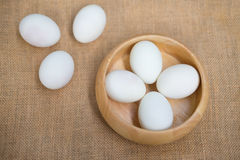 在碗的盐味的鸭子鸡蛋 免版税库存照片