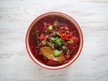 ?? 在碗的红色汤 r r 免版税库存照片