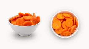 在碗的红萝卜切片 免版税库存照片