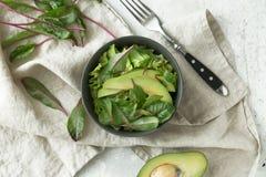 在碗的绿色素食主义者早餐膳食 干净吃,节食,素食主义者食物概念 库存照片